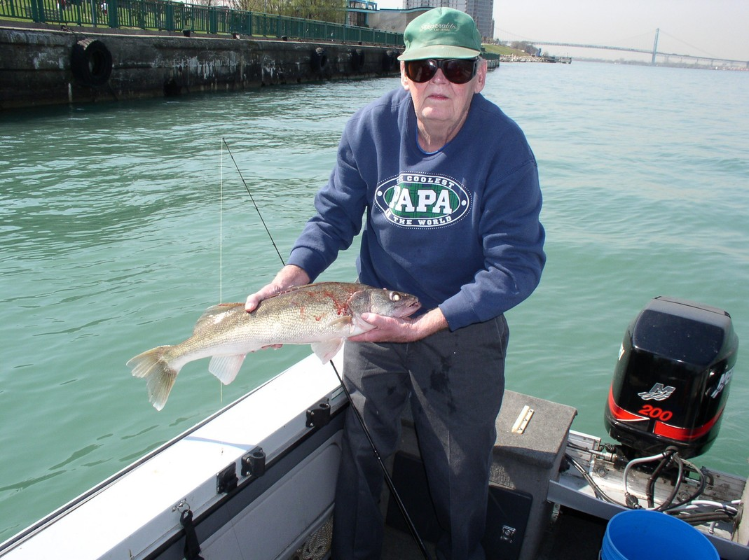 Walleye fishing detroit river lake st clair muskie for Detroit river fishing